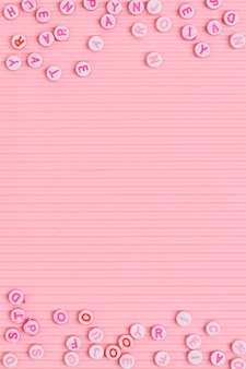 アルファベットビーズボーダーピンクの背景