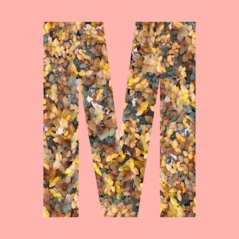 작업의 디자인을 위해 파스텔 핑크색 배경에 가을 스타일의 m 모양의 알파벳 문자.