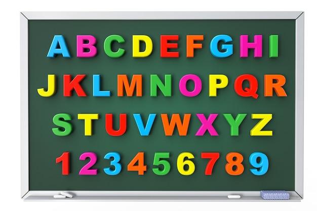 흰색 배경에 칠판 위에 알파벳 장난감 자기 글자