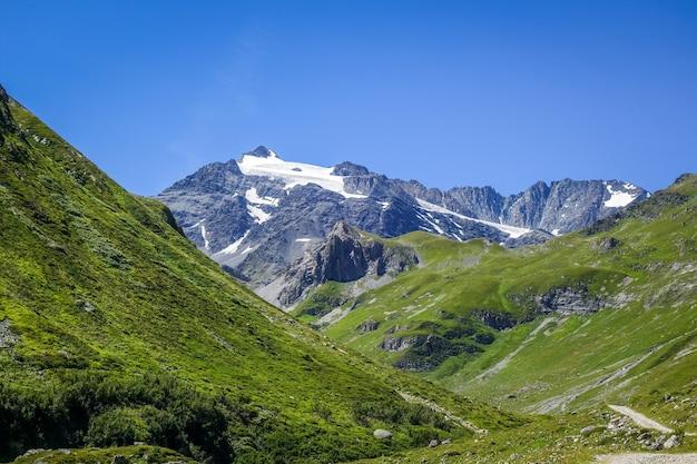 Альпийские ледники и горный пейзаж в пралоньян-ла-вануаз. французские альпы.