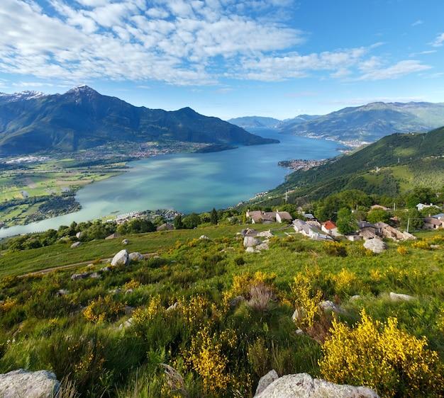 山頂からのアルパインコモ湖サマービュー(イタリア)
