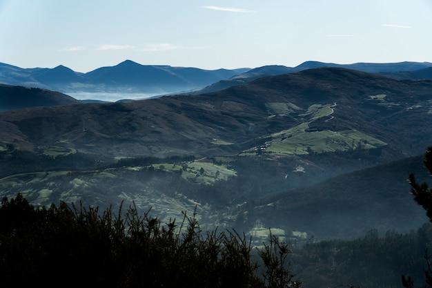 북쪽 스페인에있는 산의 고산보기