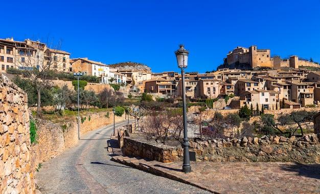 アルケサル-アラゴン山脈の美しい中世の村。スペイン