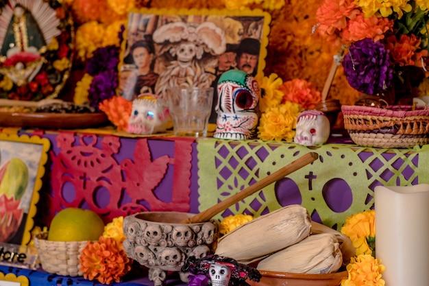 メキシコの死んだ伝統の祭壇の日。