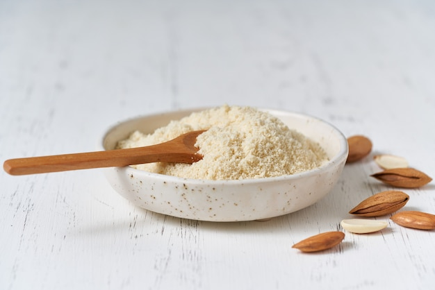 Alternative almond flour. grated crushed almonds, chopped in a blender, plate, spoon