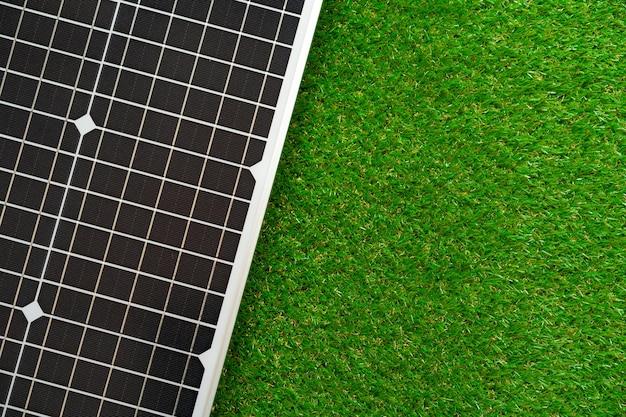 대체 에너지 태양 광 발전 패널을 닫습니다.