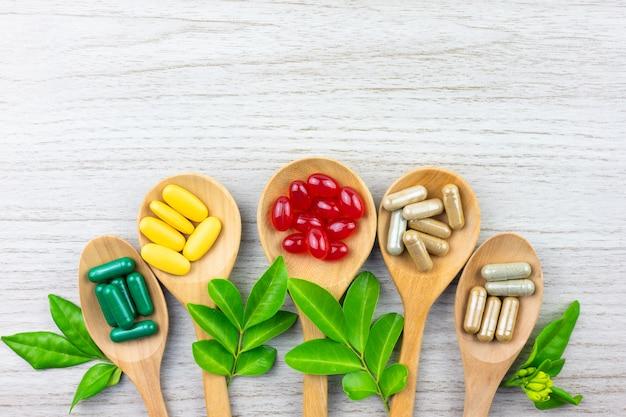 天然の代替漢方薬、ビタミン、サプリメント