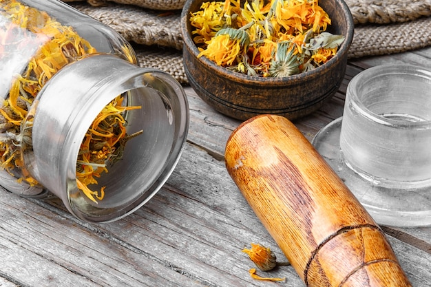 Alternative medicinal calendula