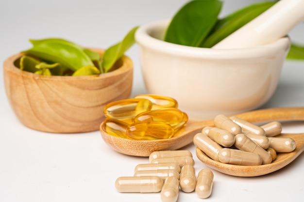 Альтернативная медицина растительная органическая капсула с витамином е, рыбьим жиром омега-3, минералом, лекарственным средством с натуральными добавками из листьев трав для здорового образа жизни.