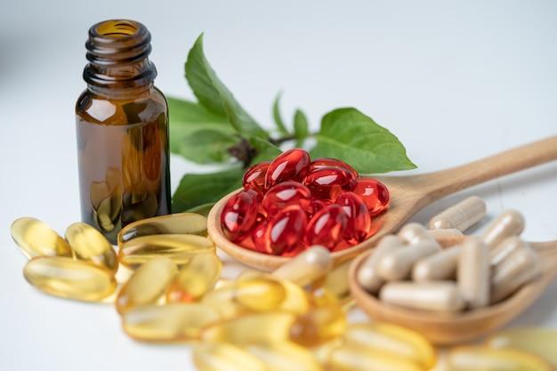 Растительные органические капсулы альтернативной медицины с рыбьим жиром омега-3 витамина е
