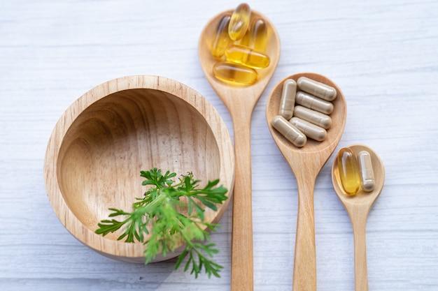 Органические капсулы альтернативной медицины.