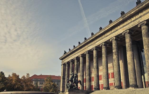 Красивый снимок музея altes в берлине, германия
