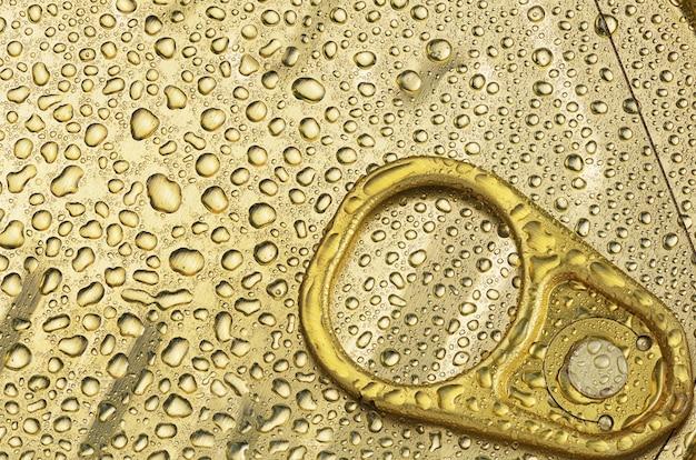 물 방울 또는 이슬 클로즈업 매크로 샷, 평면도와 알루미늄 절약 깡통