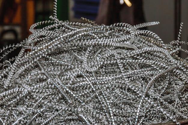 Алюминиевая стружка. обработка алюминия на станках с чпу в производстве.
