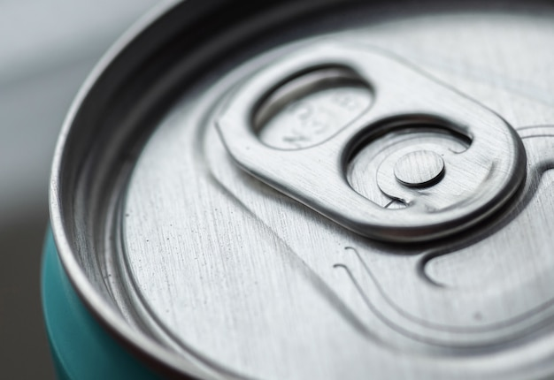 Алюминиевая банка для безалкогольных напитков, вид сверху. для упаковки напитков