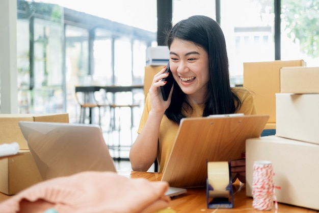 Всегда поддерживайте контакт с клиентом. интернет-бизнес и интернет-продавец.