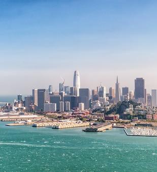 헬리콥터, 캘리포니아-미국에서 샌프란시스코의 놀라운 공중 스카이 라인.