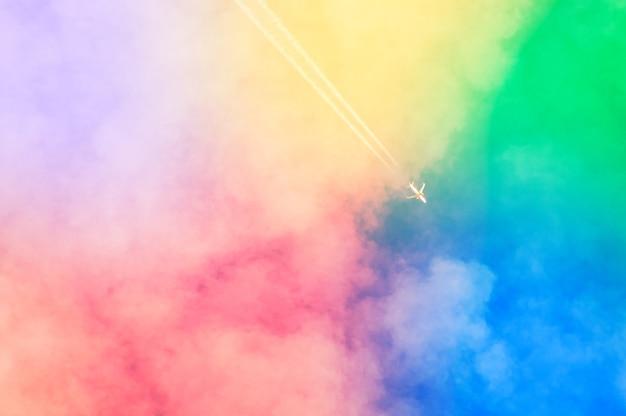 Incredibile bellissimo cielo artistico con nuvole colorate Foto Gratuite