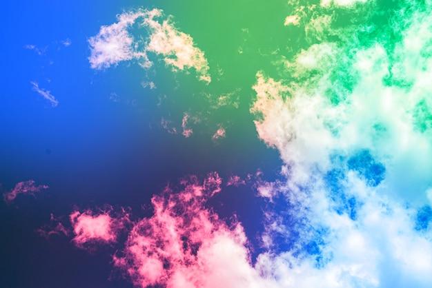 Удивительное красивое арт-небо с разноцветными облаками