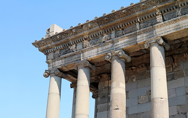 Удивительный внешний вид храма гарни, дохристианского храма, посвященного богу солнца михру, область котайк, армения