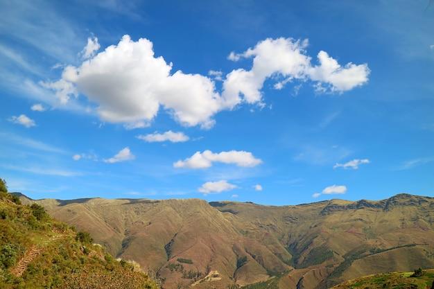 南米ペルー、クスコ地方、インカの聖なる谷の晴れた日の素晴らしい風景