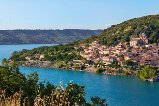 プロヴァンスへ向かう途中の南フランスの素晴らしい風景