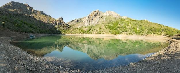 Удивительное горное озеро панагия, село зеленогорье, крым.