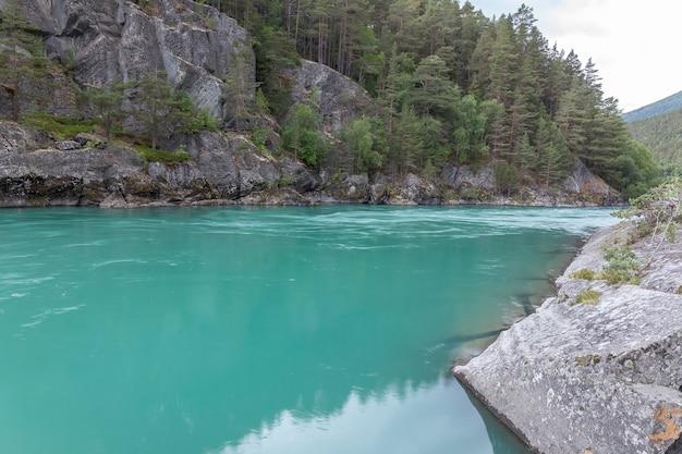 노르웨이의 놀라운 산 강