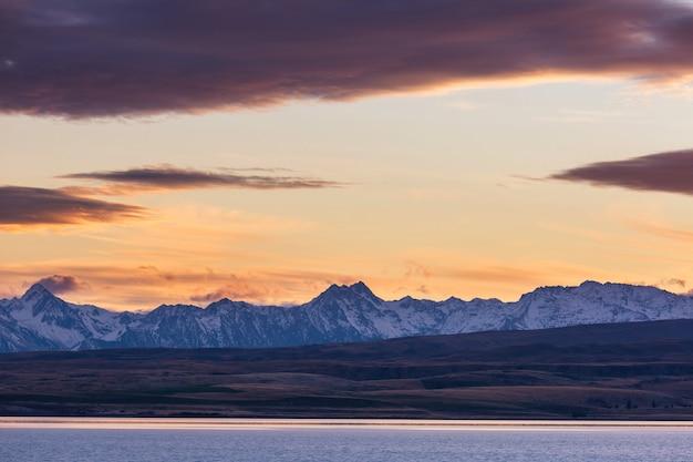 ニュージーランドの素晴らしい自然の風景。山の湖。
