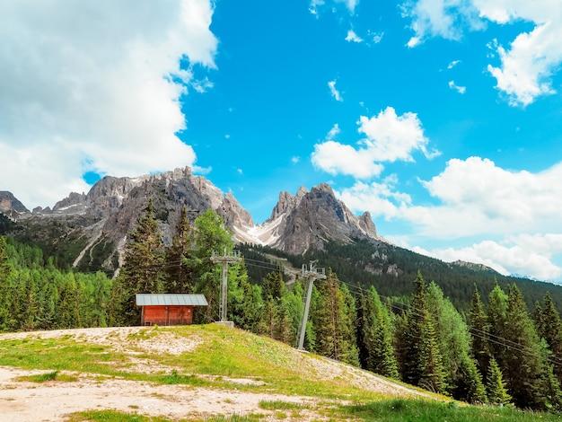 이탈리아 dolomites에 산 여름 풍경의 놀라운 파노라마