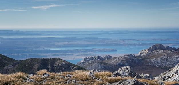 크로아티아의 velebit 산에서 찍은 아드리아 해의 놀라운 파노라마 샷
