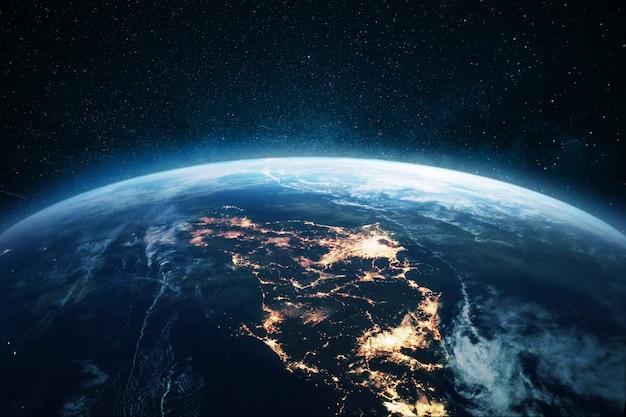 夜の街の明かりが灯る素晴らしい惑星地球、宇宙から見た日本。電気の概念