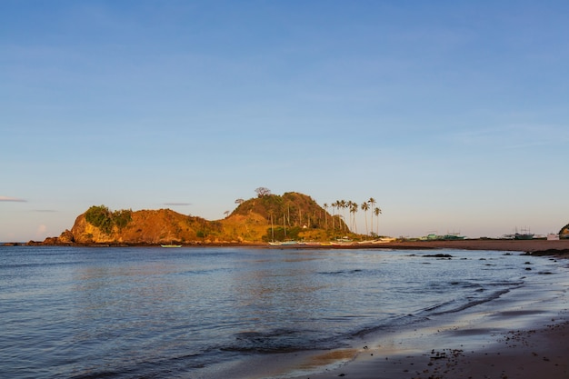 フィリピン、パラワン島の海の湾と山の島々の素晴らしい景色