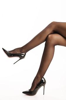 신발과 검은 색 팬티 스타킹의 놀라운 섹시한 여자