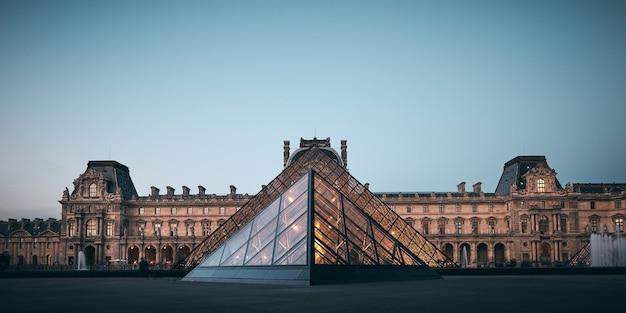 Incredibile scatto del louvre a parigi, francia