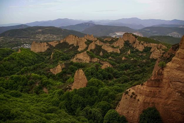 스페인의 mirador de orellan 협곡의 놀라운 샷