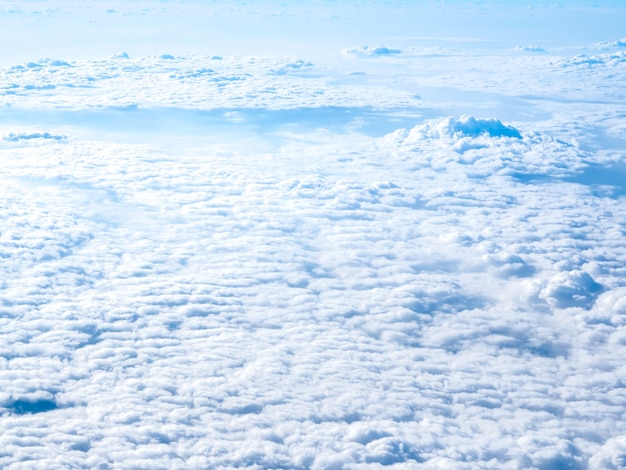 비행기 창에서 놀라운 하늘보기
