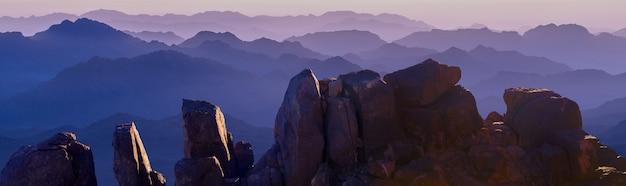 시나이 산의 놀라운 일출, 이집트의 아름다운 새벽, 산에서의 아름다운 전망