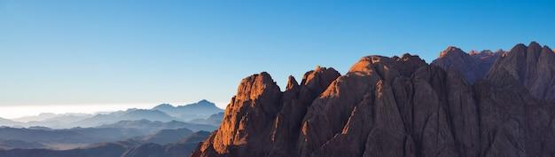 シナイ山の素晴らしい日の出、エジプトの美しい夜明け