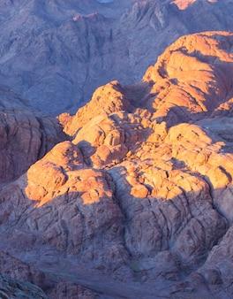 Удивительный восход солнца на горе синай, прекрасный рассвет в египте