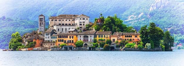 湖の真ん中にある驚くべきユニークな島-オルタサンジュリオ。イタリア北部のピエモンテ