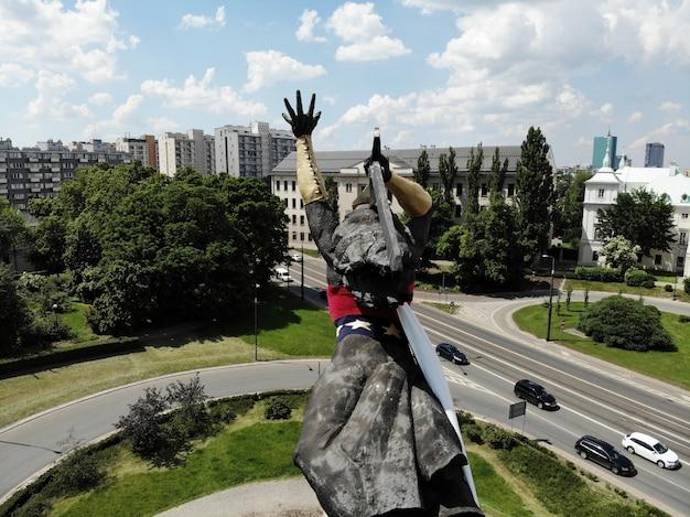 Удивительный вид сверху. столица польши. варшава. памятник свободы