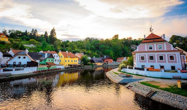 川とチェスキークルムロフの街並みの素晴らしい景色