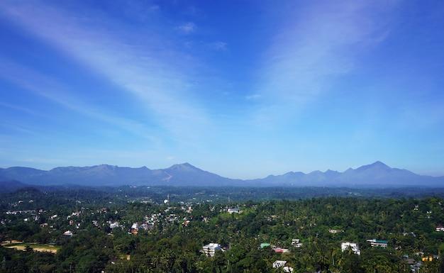 Потрясающий вид на небо над деревней