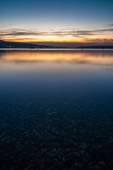 トビリシの海の日の出の素晴らしい景色 Premium写真
