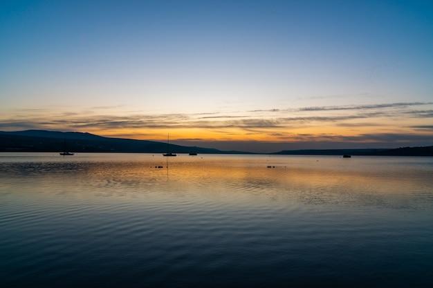 トビリシの海の日の出の素晴らしい景色