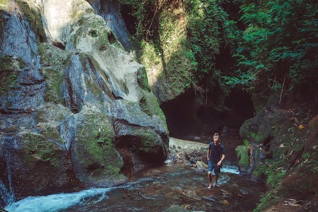 Прекрасный вид на водопад.