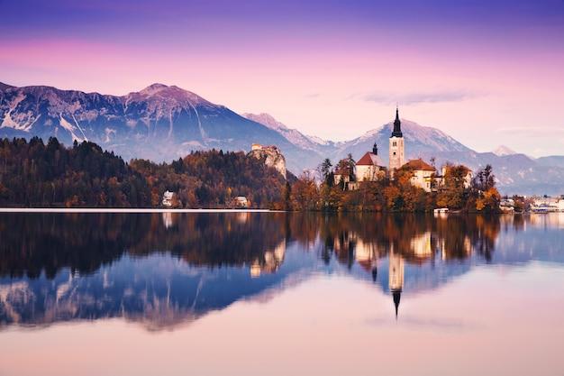 スロベニアヨーロッパtのブレッド湖の秋または冬の素晴らしい景色