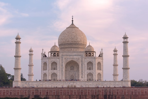 Amazing view of taj mahal in the evening in agra, fabulous taj mahal