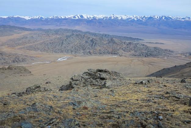 몽골의 놀라운 겨울 풍경 산 tsagaan shuvuut 국립 공원에서 다채로운 장면